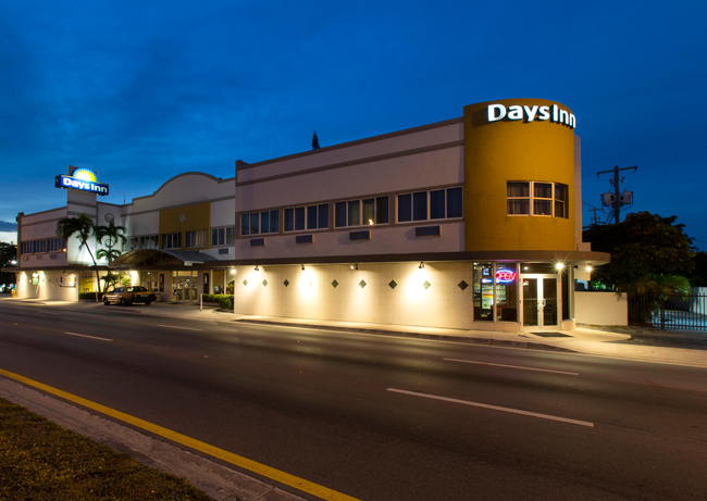 Days Inn Miami Airport North at night